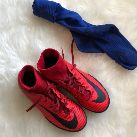 Nike Boys Indoor Soccer Cleats Red
